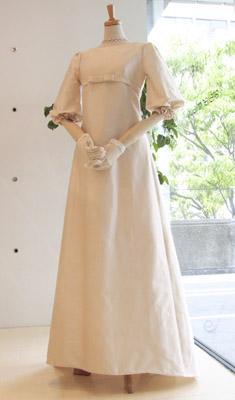 バルーンスリーブのクラシックドレス