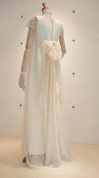 エンパイアラインのドレス