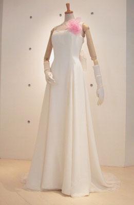コサージュ付きドレス