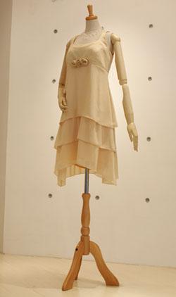 シャンパンカラーのティアードドレス