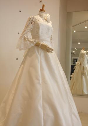 パコダスリーブドレス